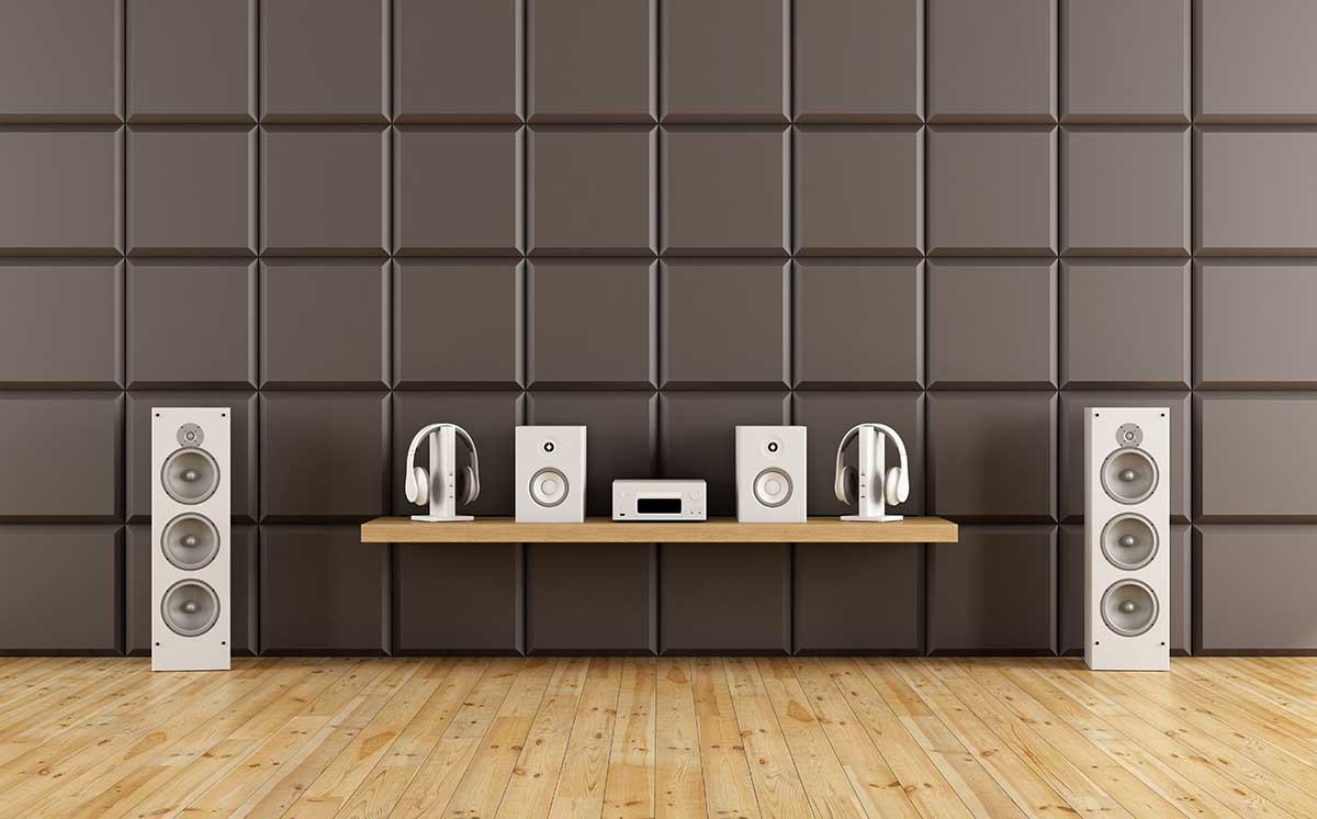Akustični paneli u sobi za slušanje muzike