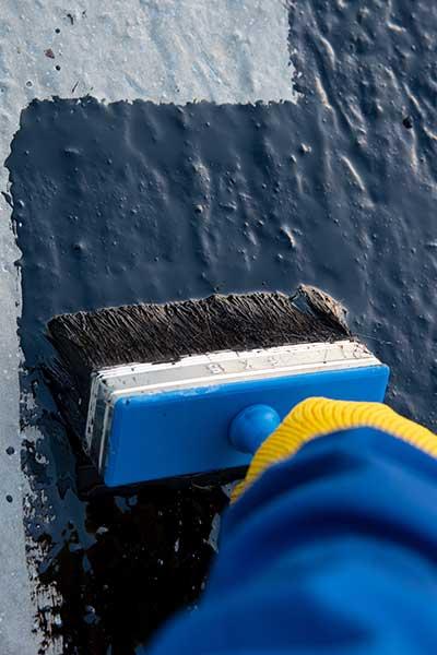 Nanošenje bitumenskog premaza na zid