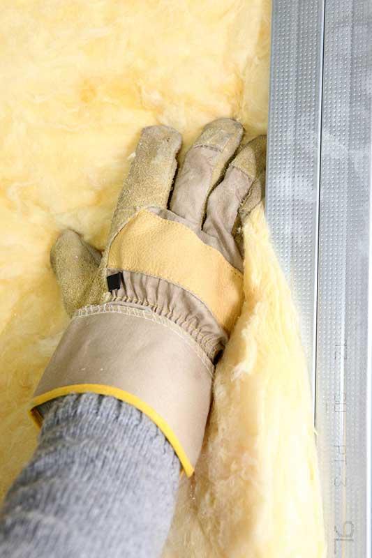 Postavljanje staklene vune u pregradni zid