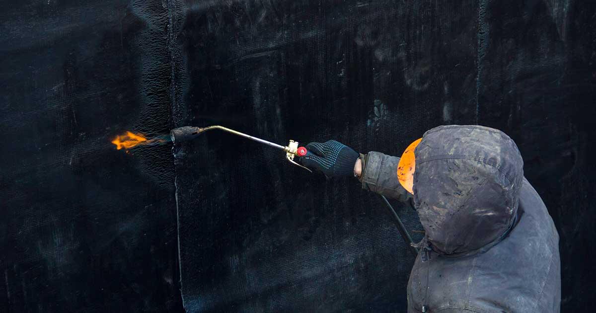 Varenje bitumenskih traka prilikom hidroizolacije podruma