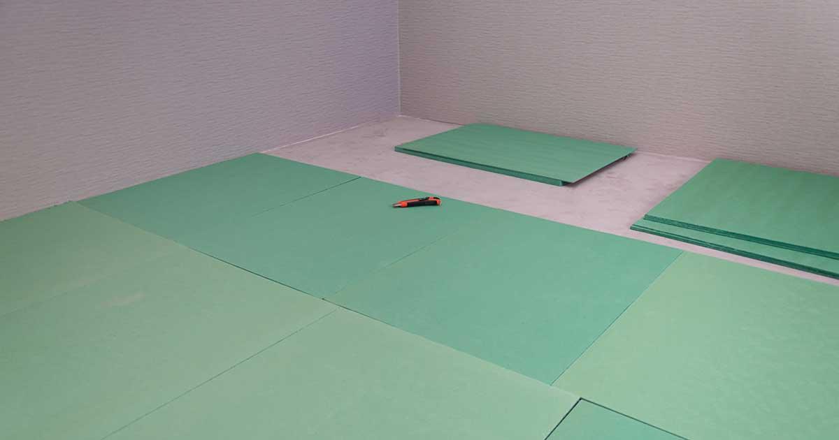 Postavljanje zvučne izolacije na pod